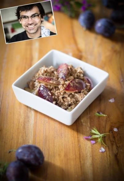 Pflaumen-Zimt-Reis mit gerösteten Walnüssen