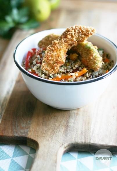 Bunter Quinoa-Salat mit Avocado-Schnitzeln