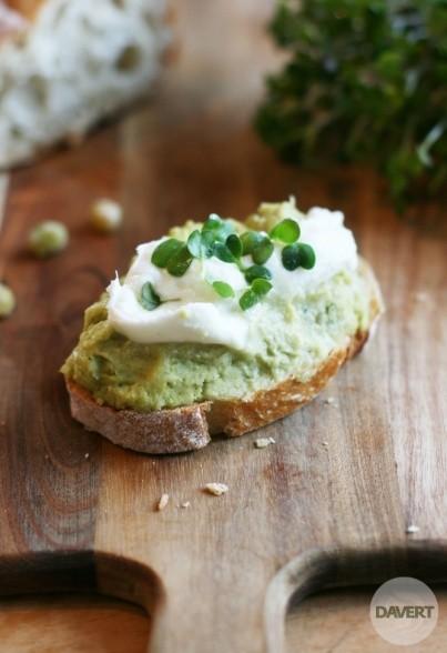 Grüne Erbsen-Minz-Creme mit Büffel-Mozarella